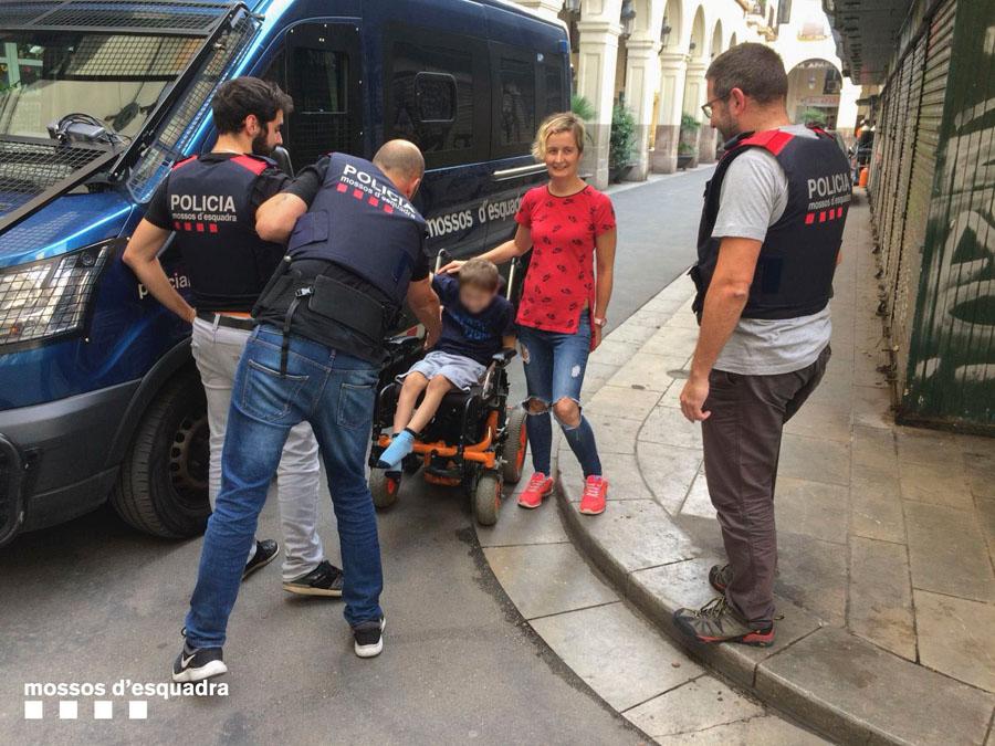 Autoridades recuperan una silla de ruedas eléctrica sustraída a un menor a San Andrés y detienen los autores del robo